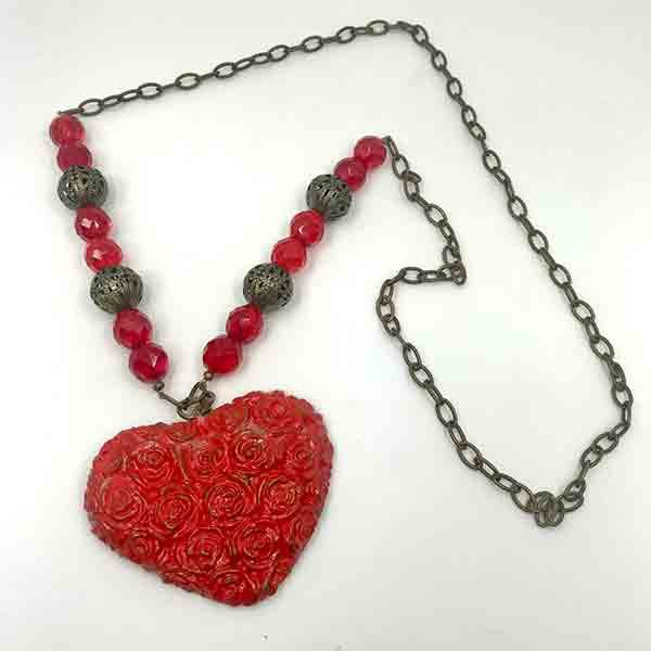 COLLAR-LARGO-CORAZON-ROSAS